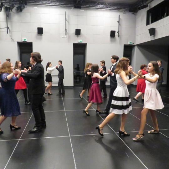 Kurzy tance a společenské výchovy pro mládež 1